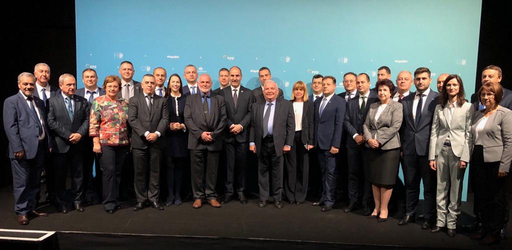 Цветан Цветанов и кметове от ГЕРБ се срещнаха с предсе� ...