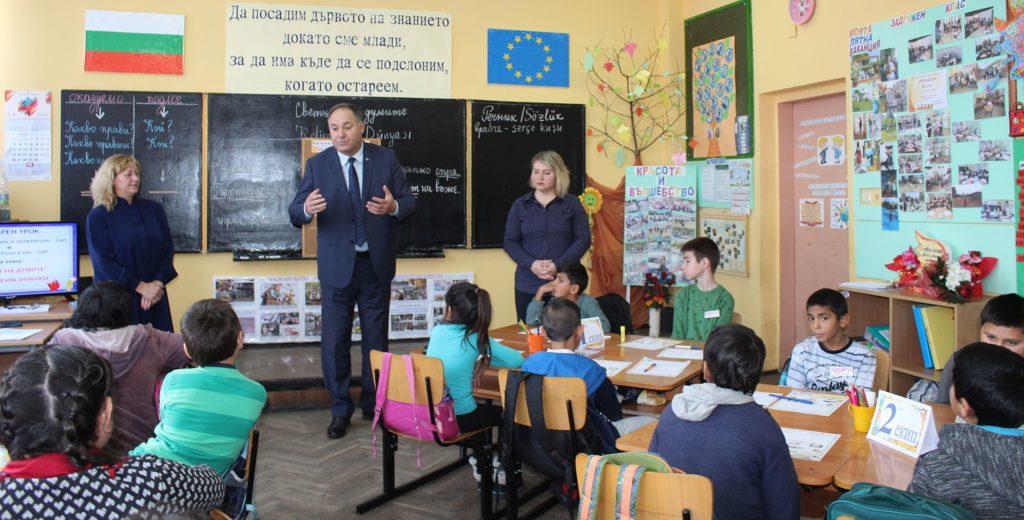 Областният управител Гюнай Хюсмен бе гост на бинарен у ...