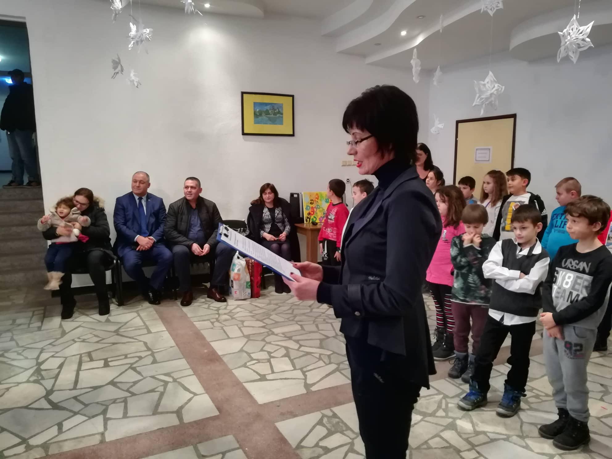 Д-р Валентин Василев гостува на Коледния празник в Дом� ...