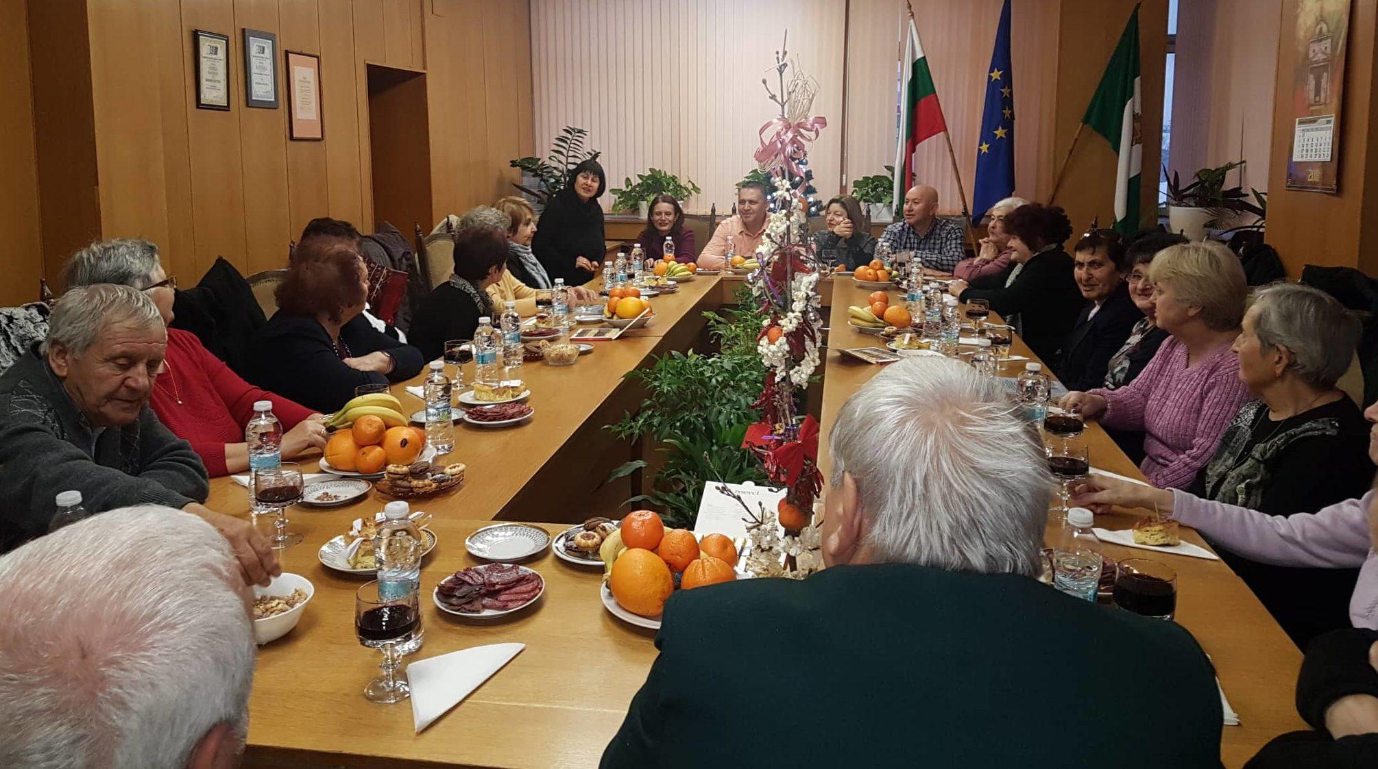 Кметът, заместниците му и председателят на ОбС- Разгра� ...