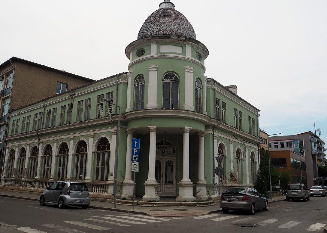 Правителството даде сградата на бившия Гарнизонен клу ...
