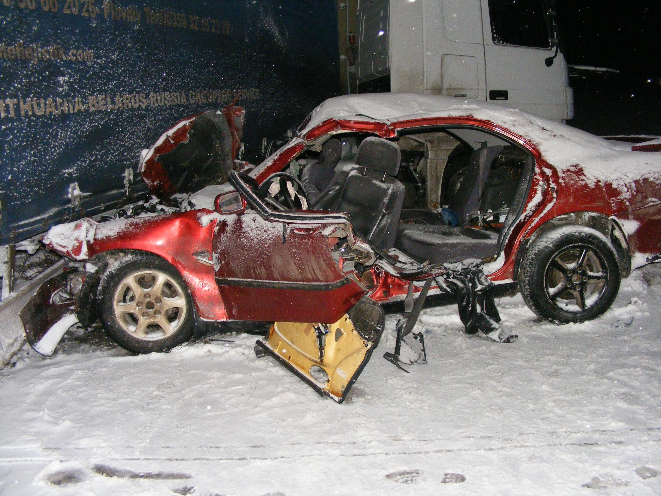 Момиче и момче загинаха в тежка катастрофа на пътя Раз� ...
