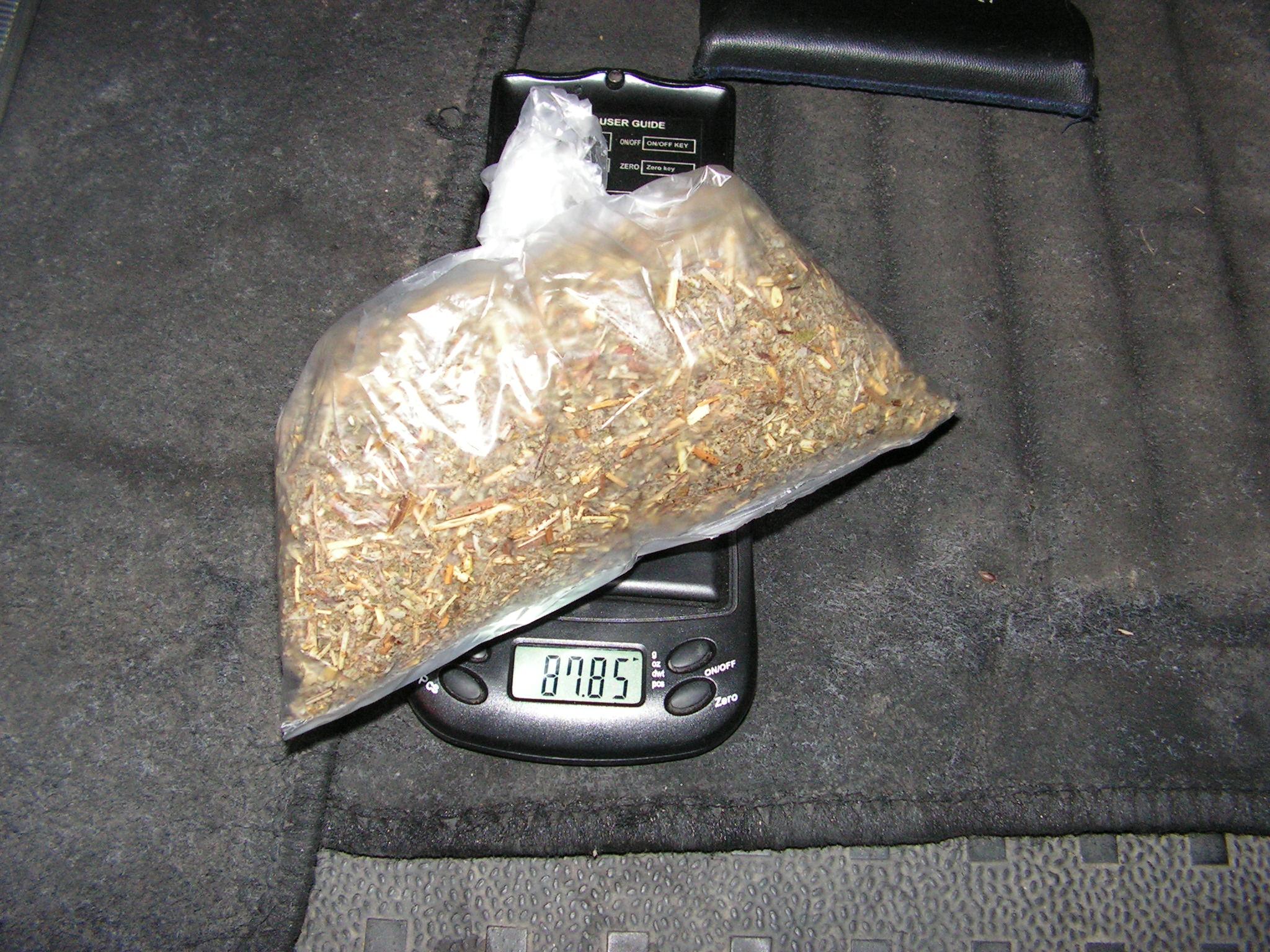 Задържаха двама младежи с 87,85 гр. амфетамин, единият шо� ...