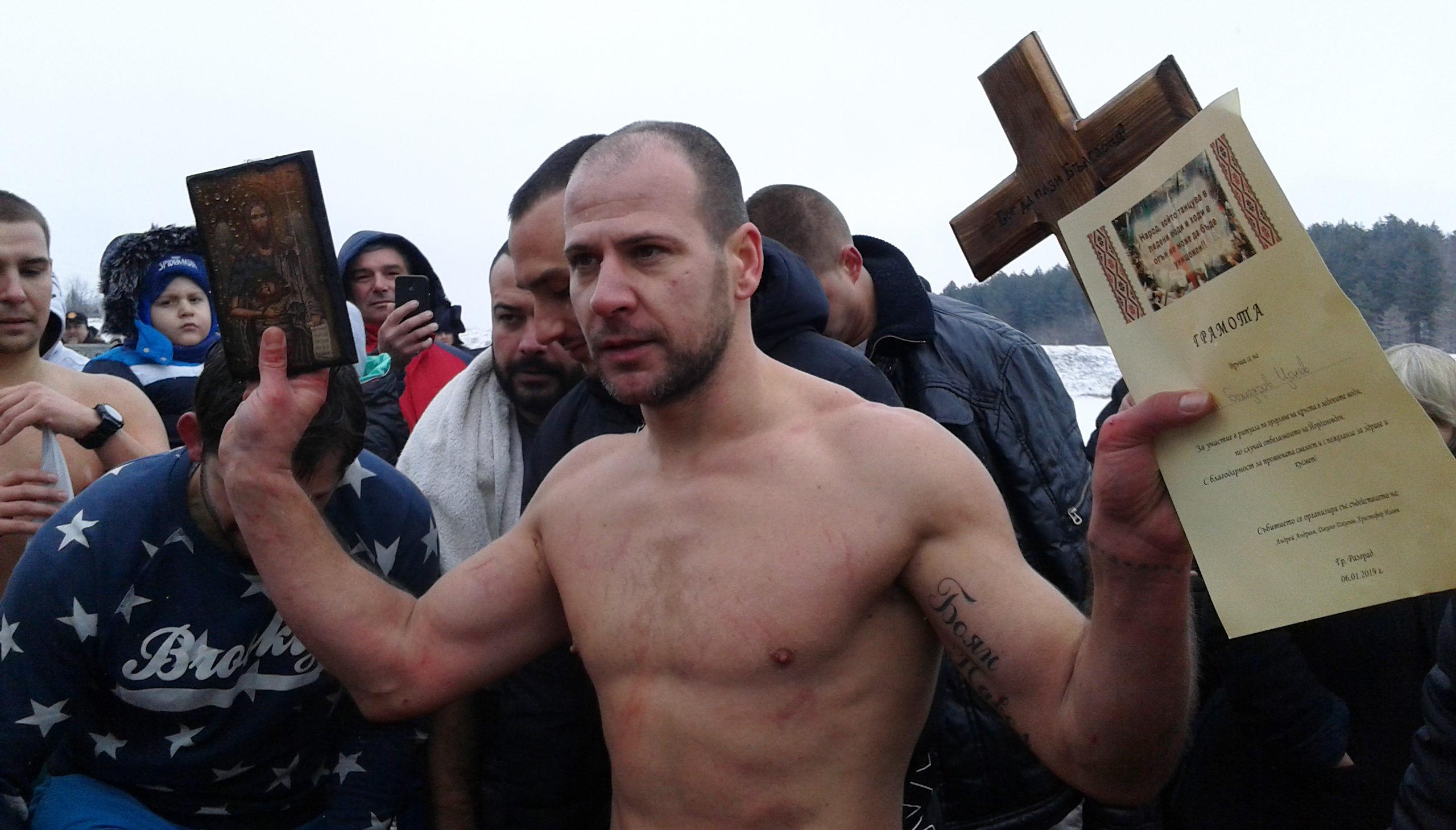 25 смелчаци от 12 до 75-годишни се хвърлиха за Богоявленск ...