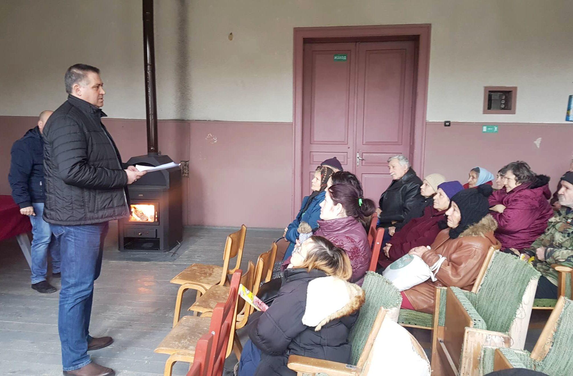 Д-р Валентин Василев посети Дряновец и разговаря с жит� ...