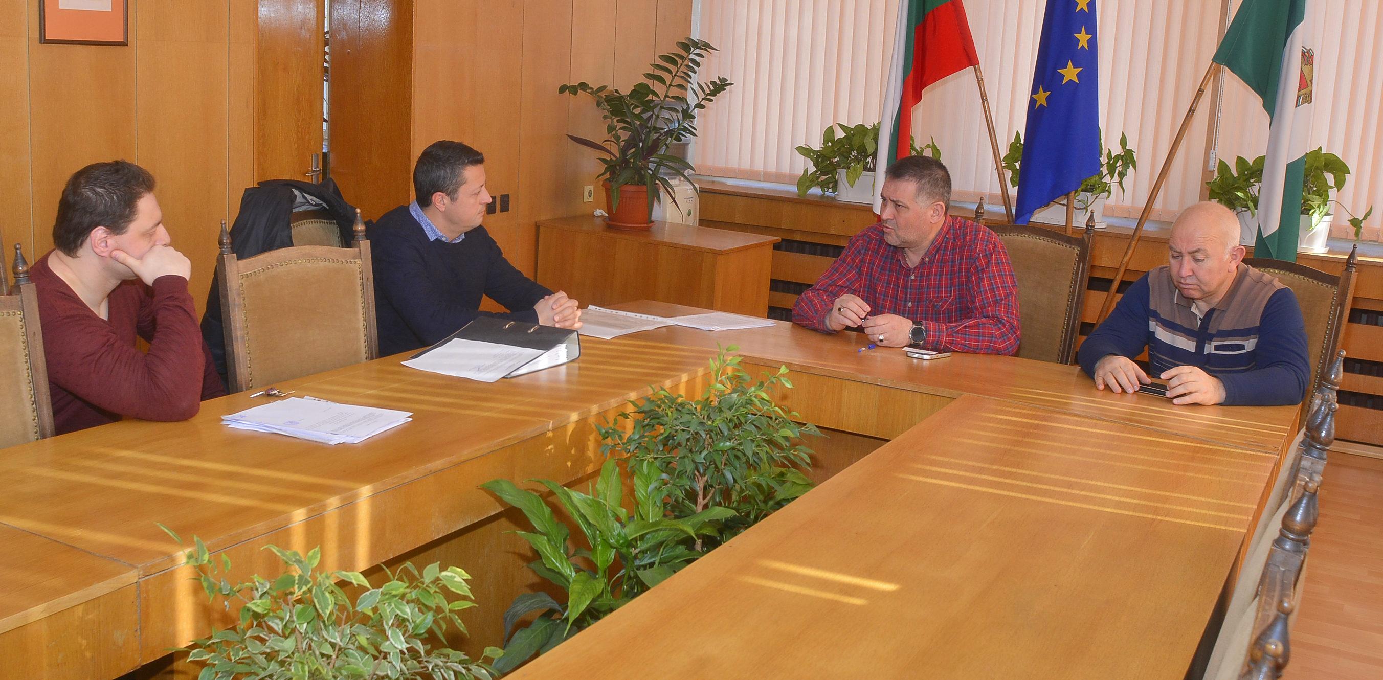 Кметът на Разград д-р Валентин Василев подписа договор ...
