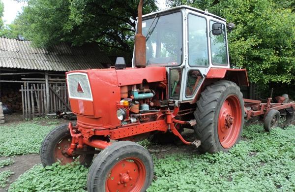 Два трактора в Точилари осъмнаха без акумулатори
