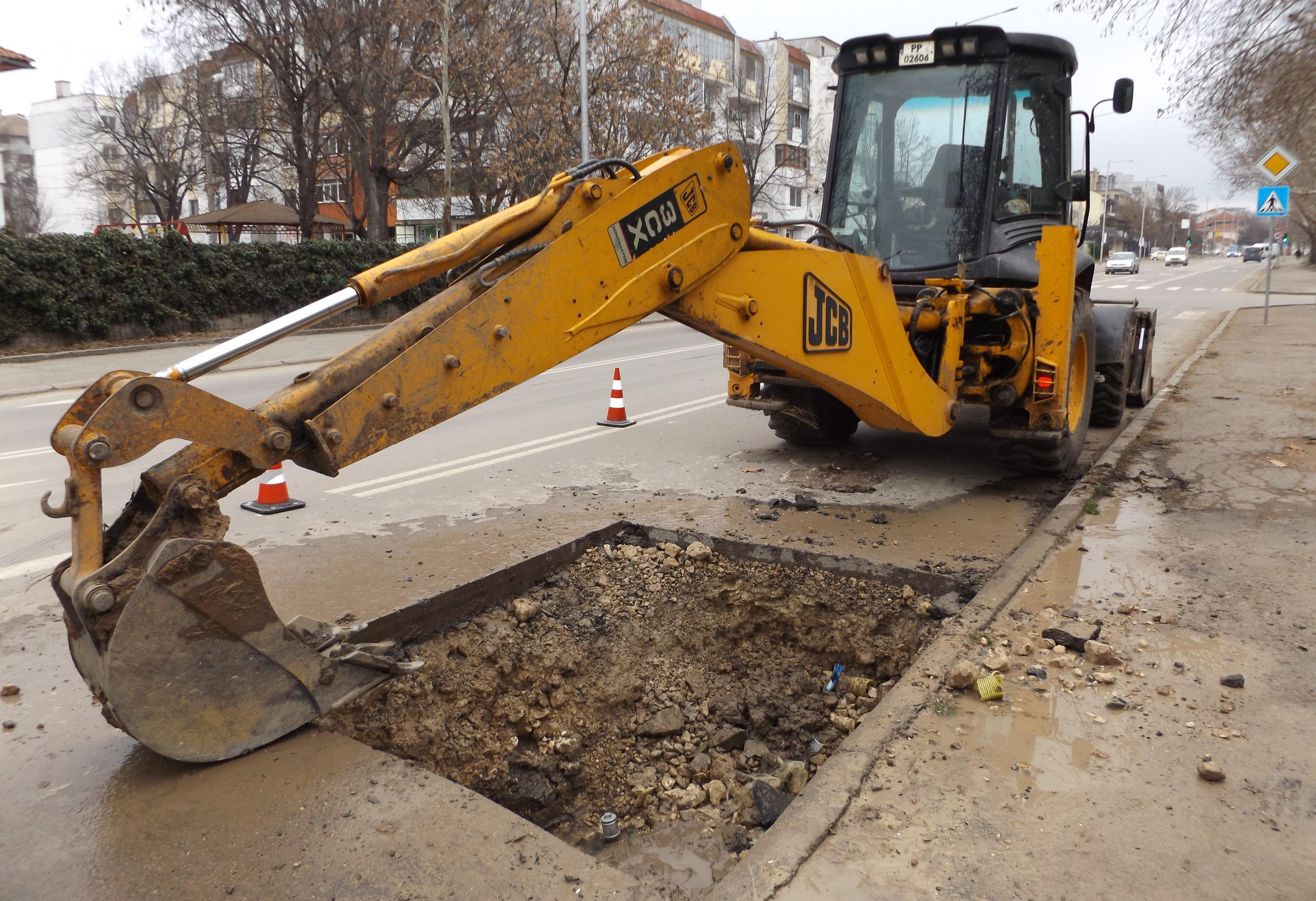Две аварии оставиха част от центъра на Разград без вод� ...
