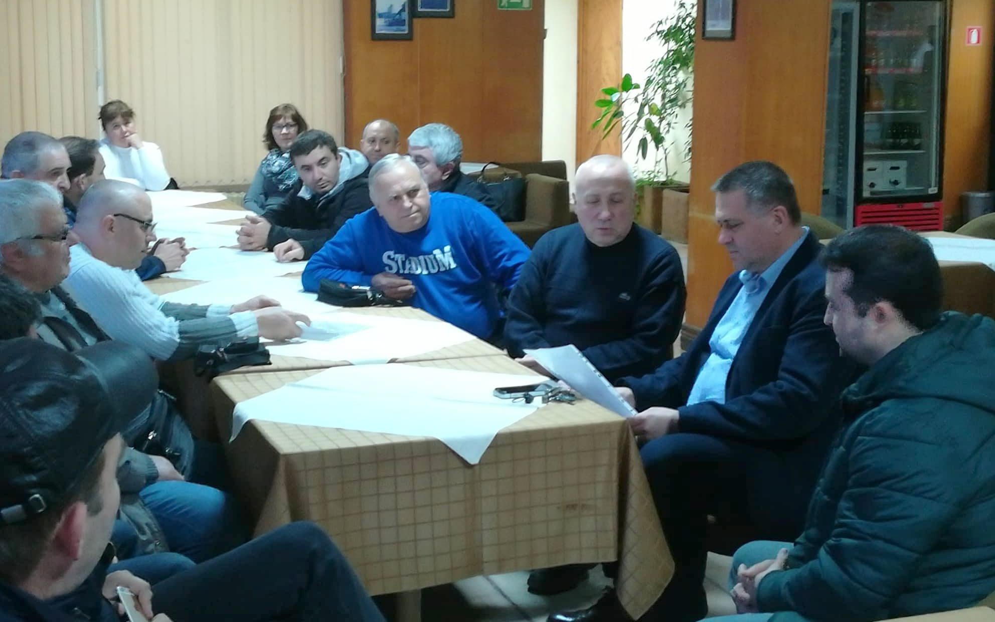 Пчелари помолиха кмета д-р Валентин Василев и народния ...