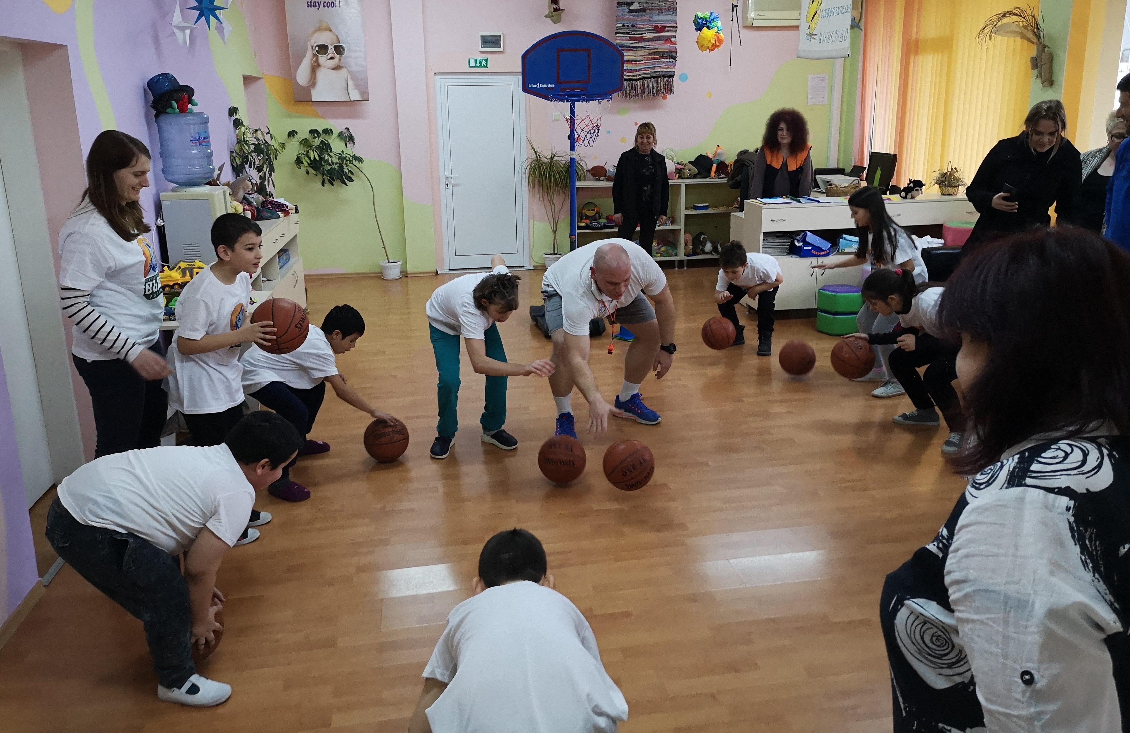 """Баскетболен клуб """"Вълци-Разград"""" тренира с деца � ..."""