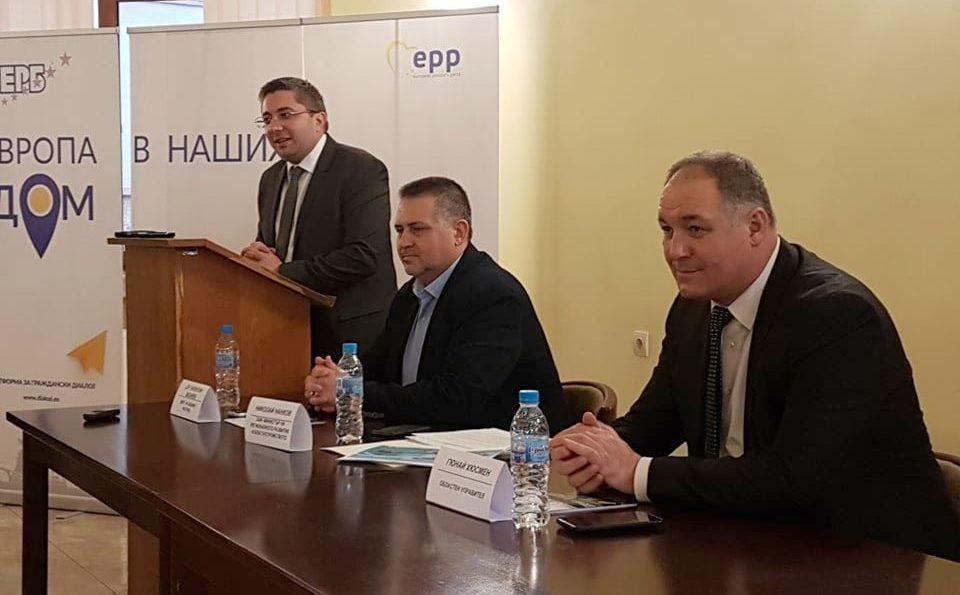 Заместник-министърът на МРРБ Николай Нанков, кметът д-� ...