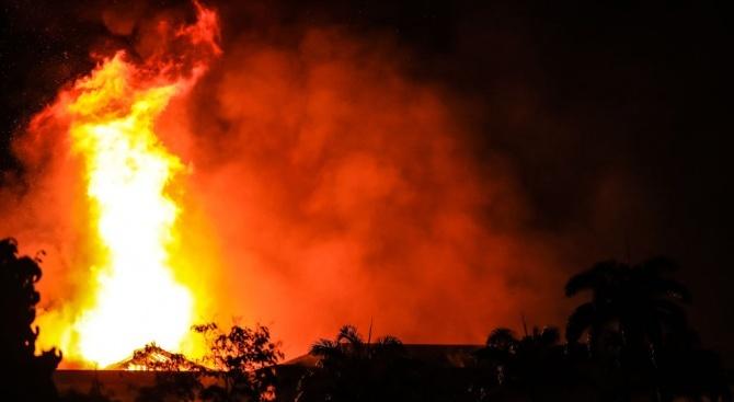 Изгоря напълно декоративната кула в местността Тюлбет ...