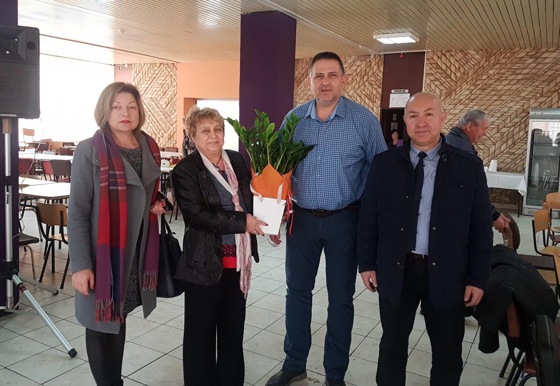 Д-р Валентин Василев, заместникът му и председателят н� ...