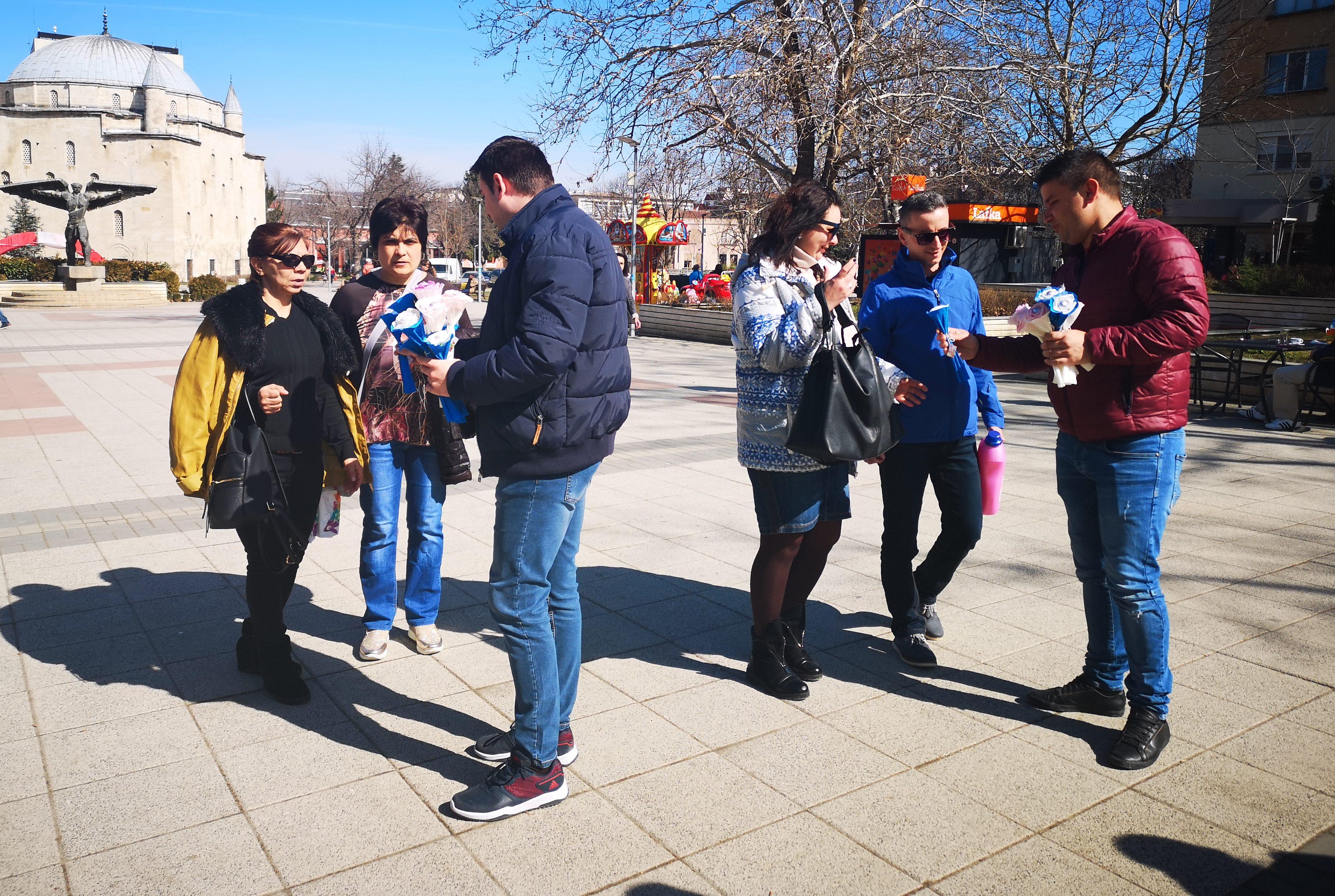 Младежите от ГЕРБ-Разград уважиха дамите от града за 8 � ...