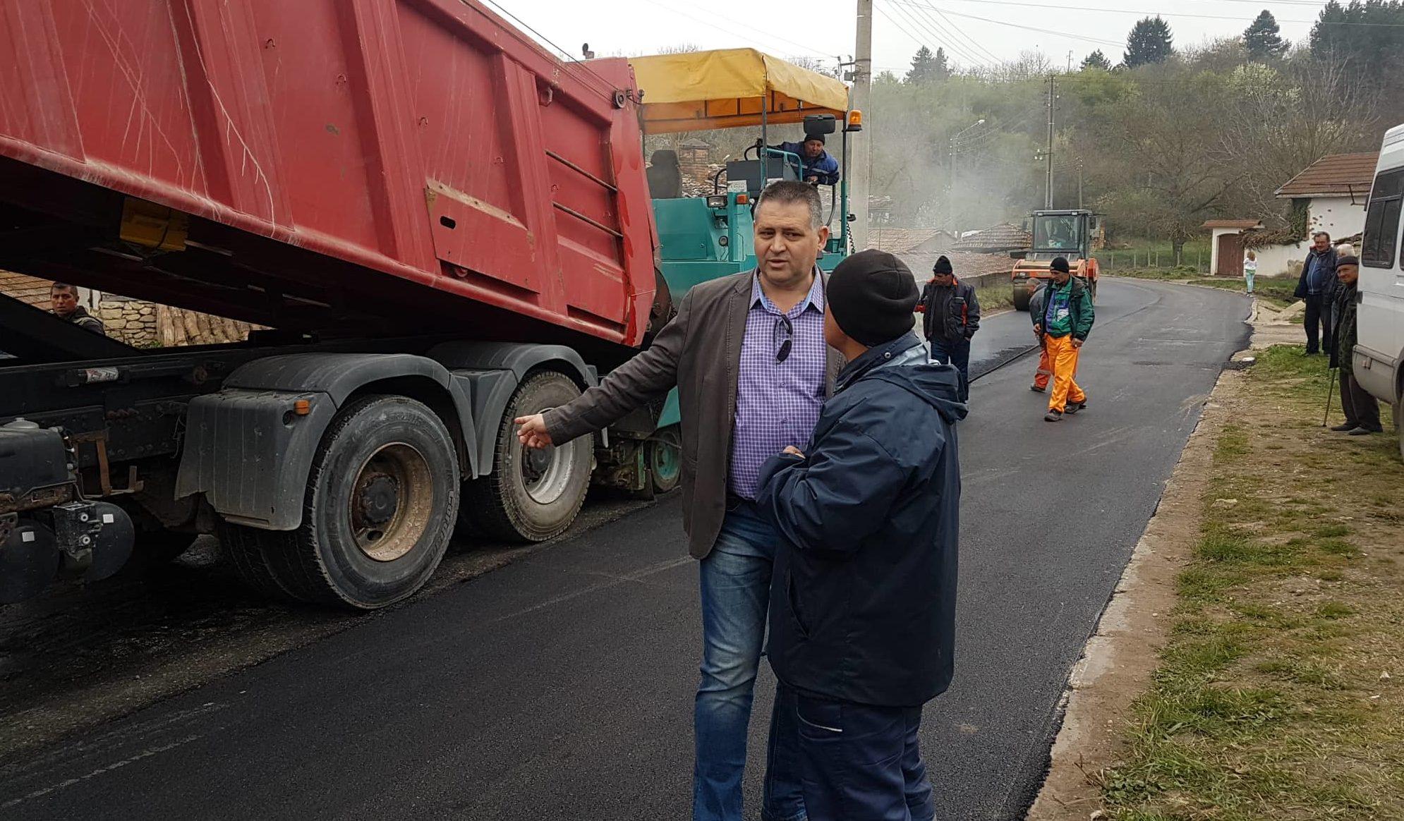 Кметът на Община Разград провери дейностите по асфалт� ...