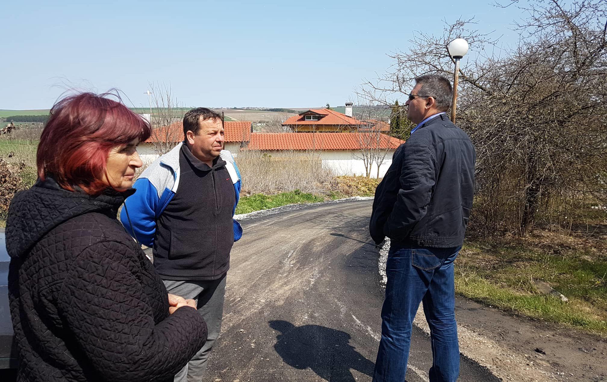 Кметът инспектира рехабилитацията на улици в селата