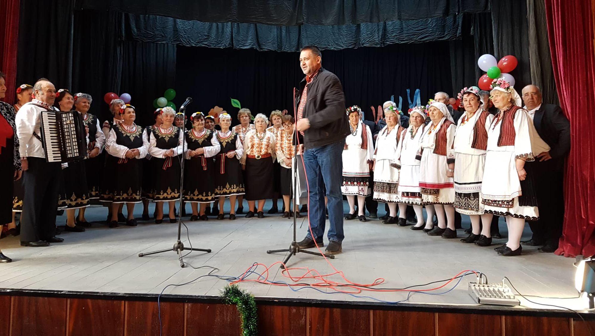 Кметът д-р Валентин Василев беше гост в Осенец на конце ...