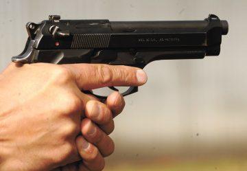 Пиян размаха неистински пистолет в центъра на Разград, ...