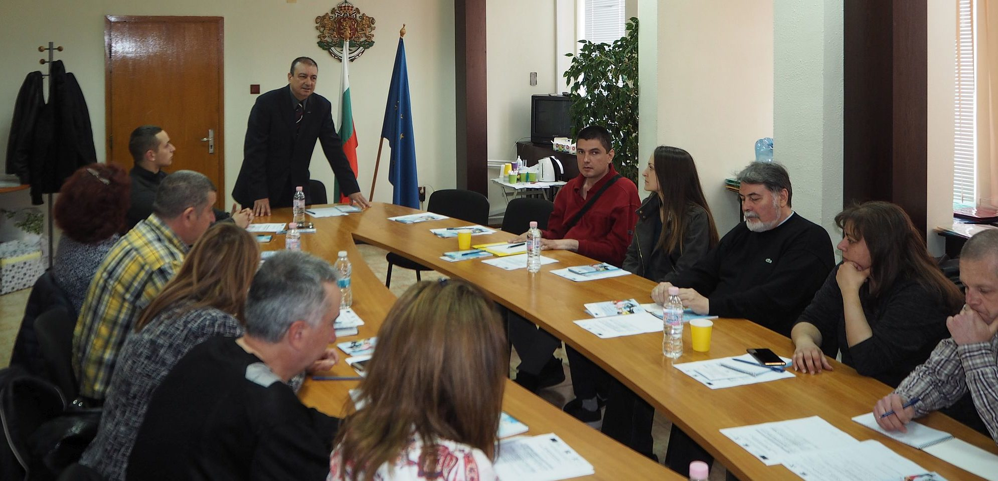 Информационна и работна среща по младежки политики ге� ...