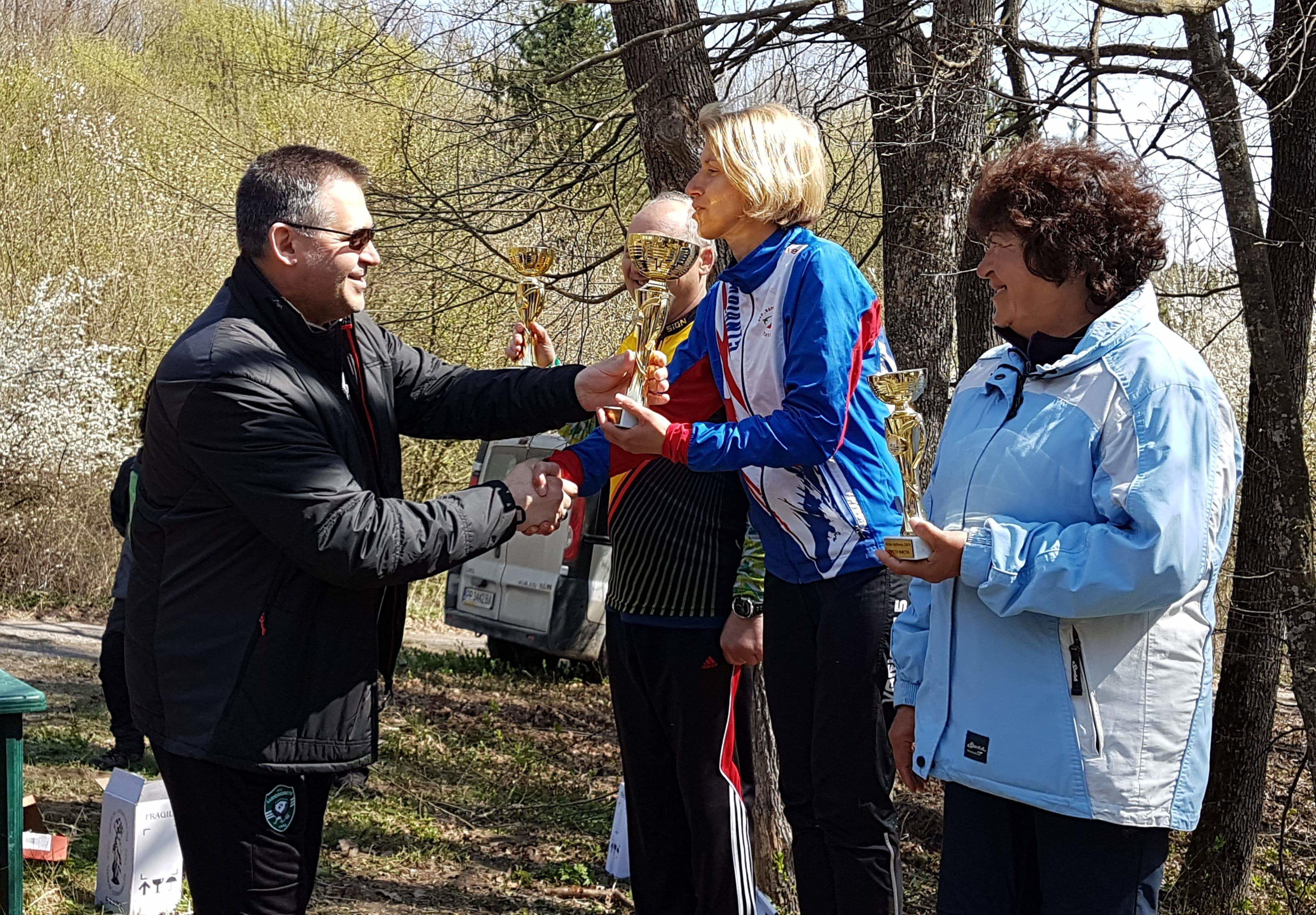 Д-р Валентин Василев връчи купи и медали на победители  ...