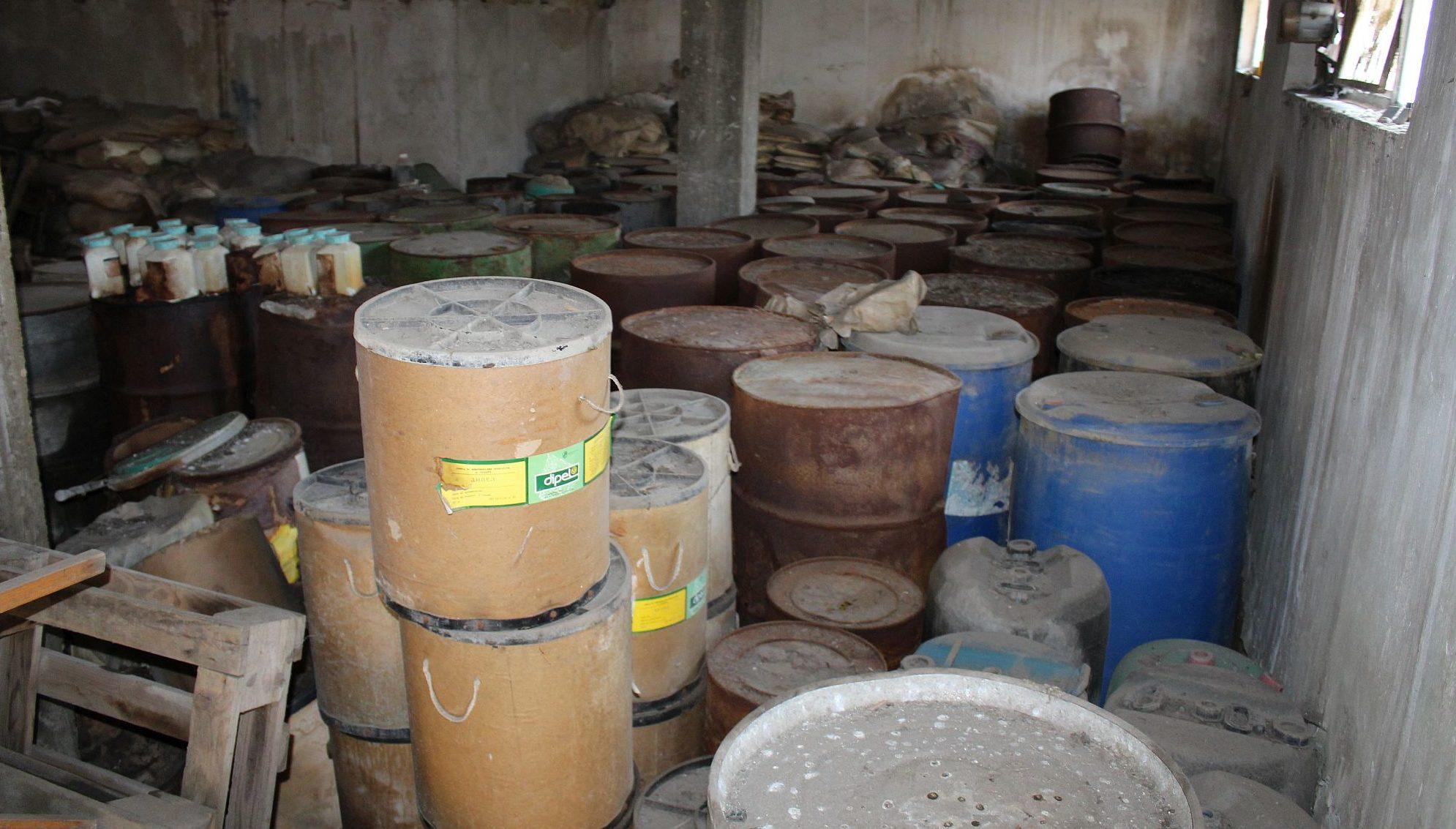 Обезвреждат 180 тона пестициди с изтекъл срок на годнос� ...