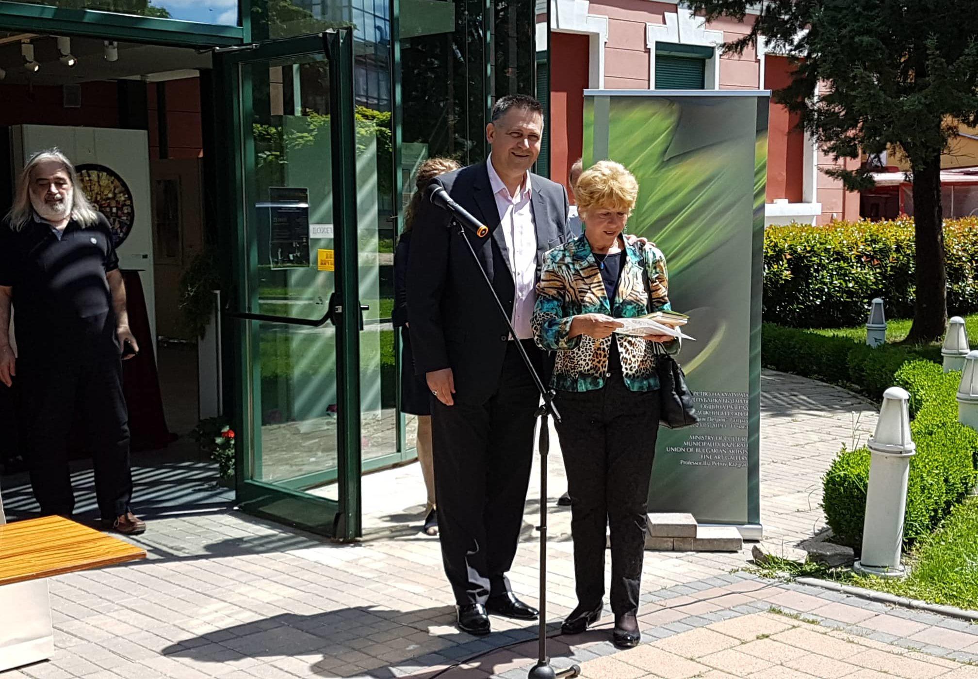 Кметът д-р Валентин Василев награди отличени в Национа ...