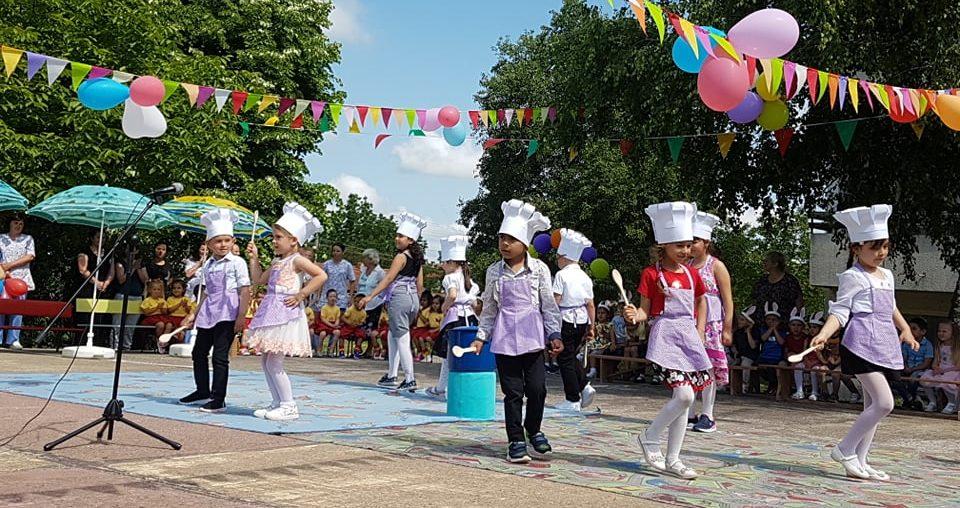 """Децата от ДГ """"Осми март"""" в село Дянково празнуваха Де� ..."""