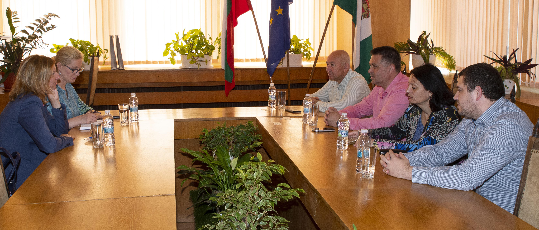 Кметът и заместниците му се срещнаха с дипломат от Пос� ...