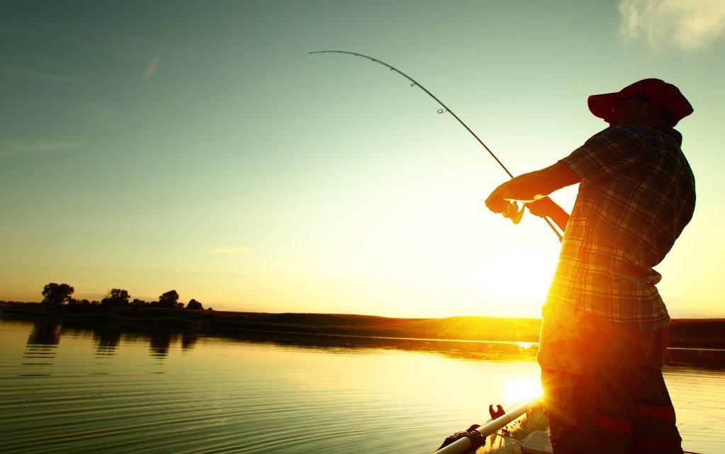 Рибар от Лозница отнесе два акта заради бракониерски у ...