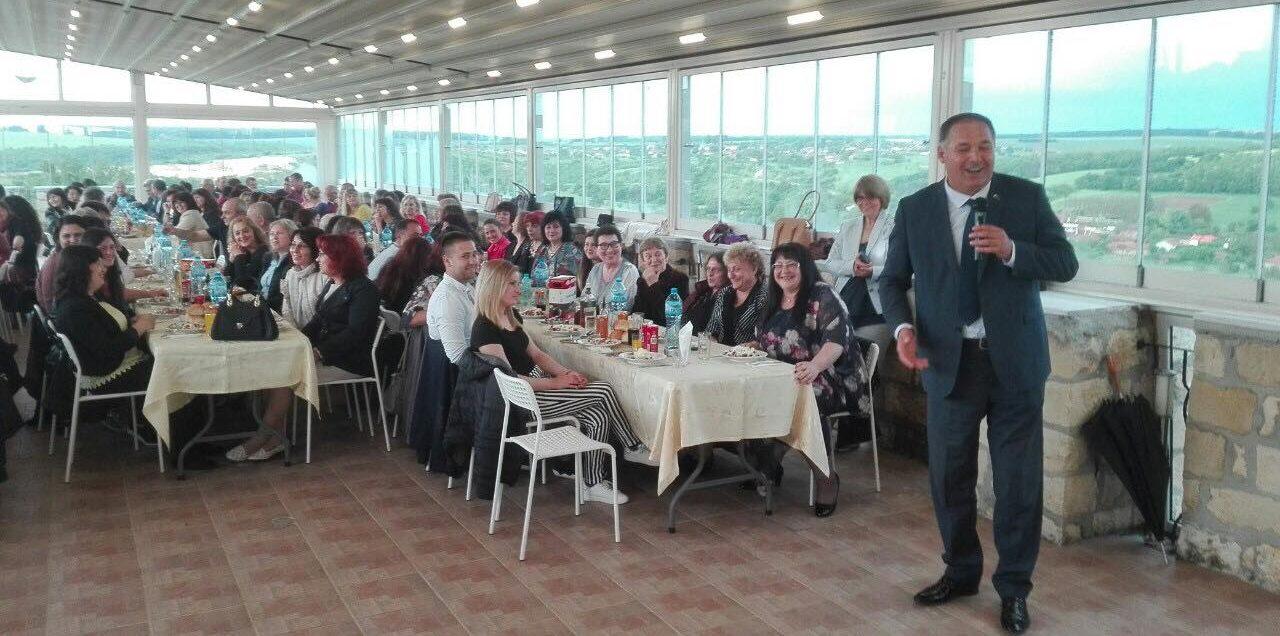 300 педагози от община Исперих присъстваха на празничен ...