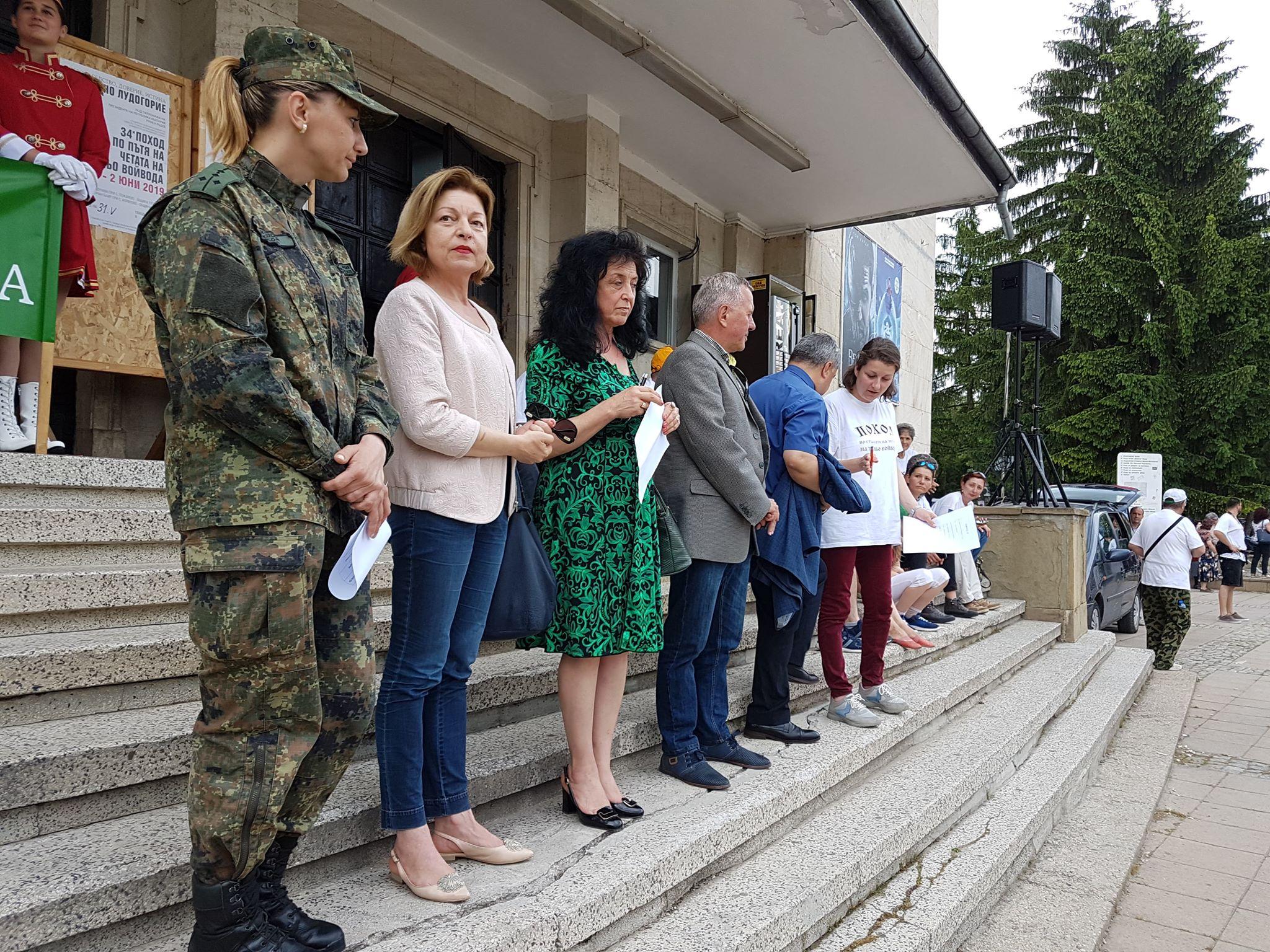 Председателят на ОбС Надежда Радославова връчи наград ...