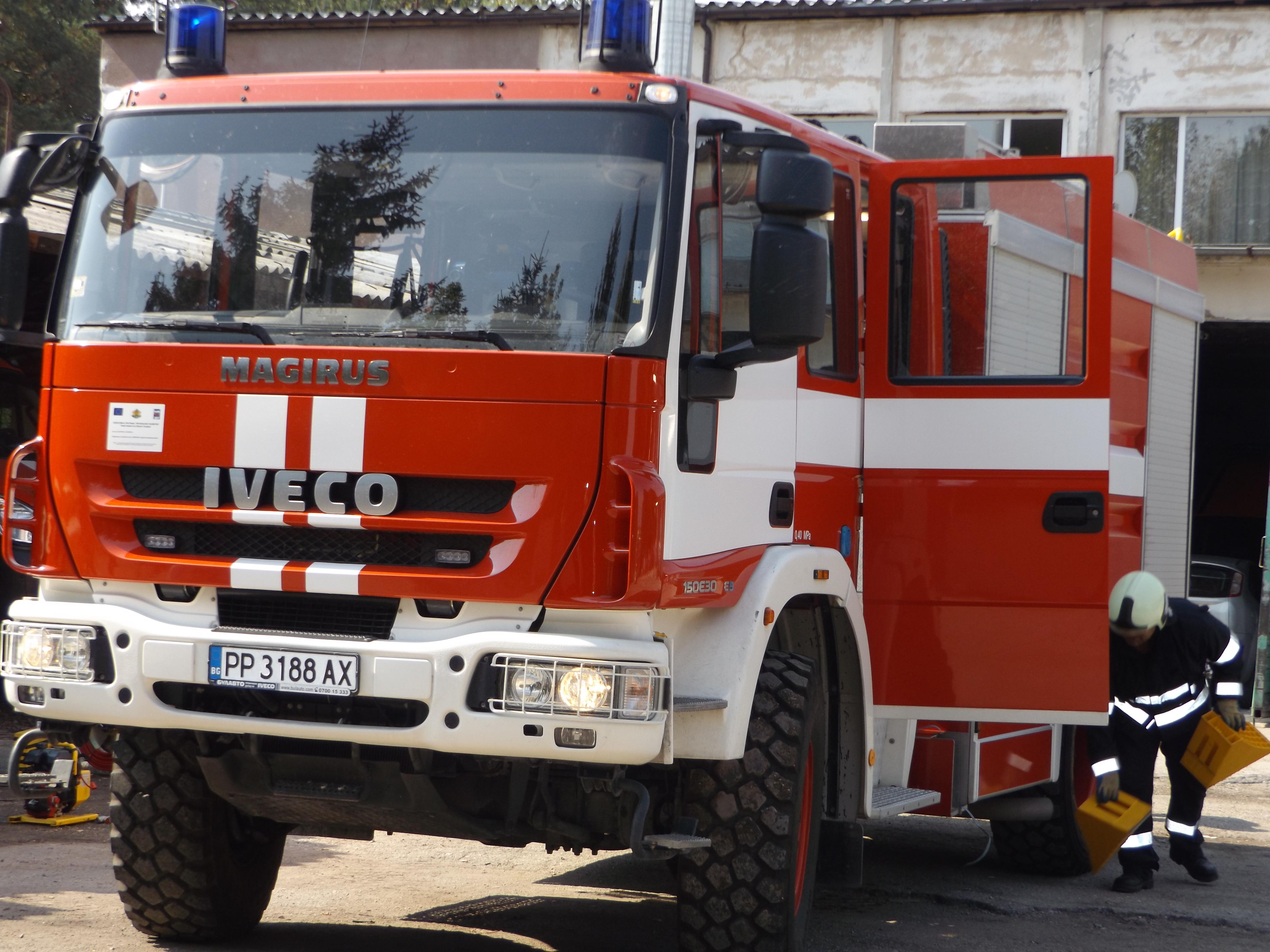 Кола горя в центъра на Разград
