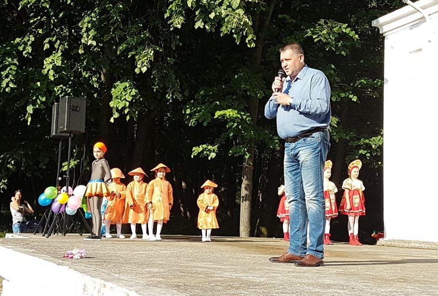 Кметът д-р Валентин Василев поздрави децата на Разград ...