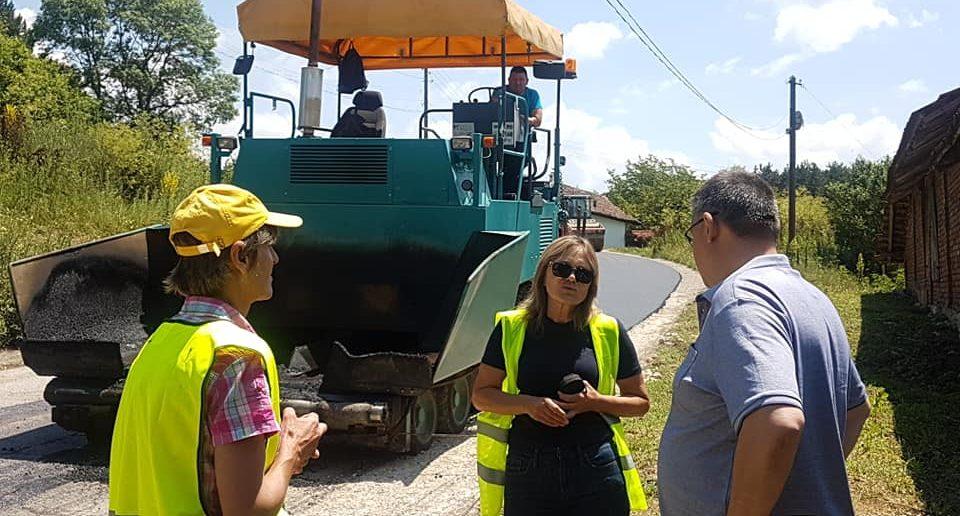 Община Разград асфалтира улици в Побит камък и Топчии