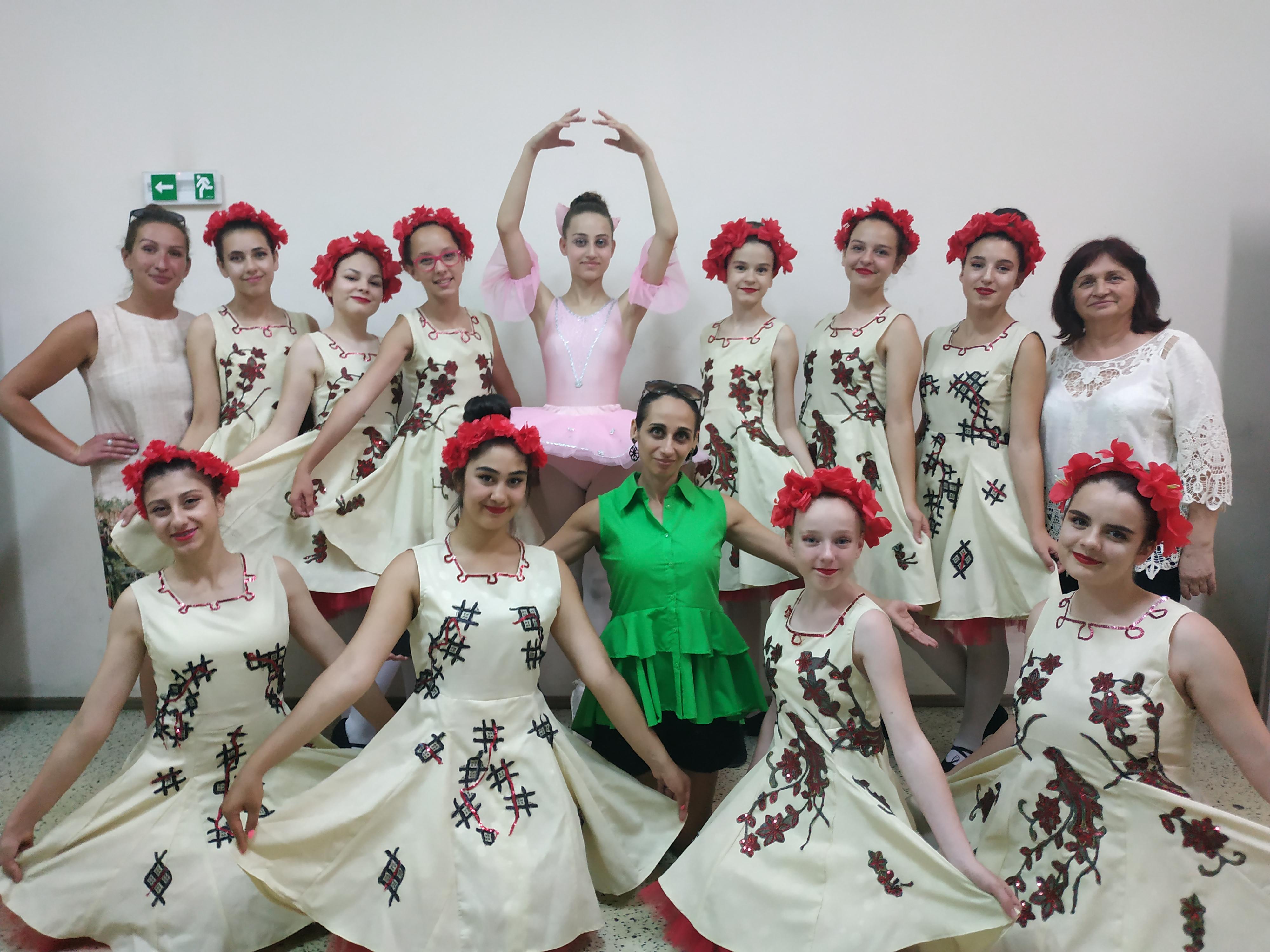 """Балерините на НЧ """"Развитие 1869"""" – 8 танца, 6 първи и 2 вт� ..."""