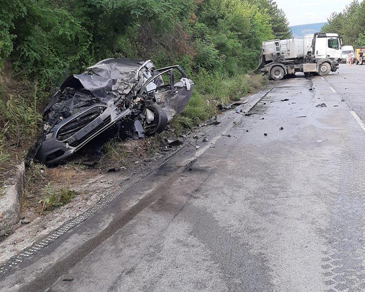 Двама загинаха при тежка катастрофа на пътя между Осен ...