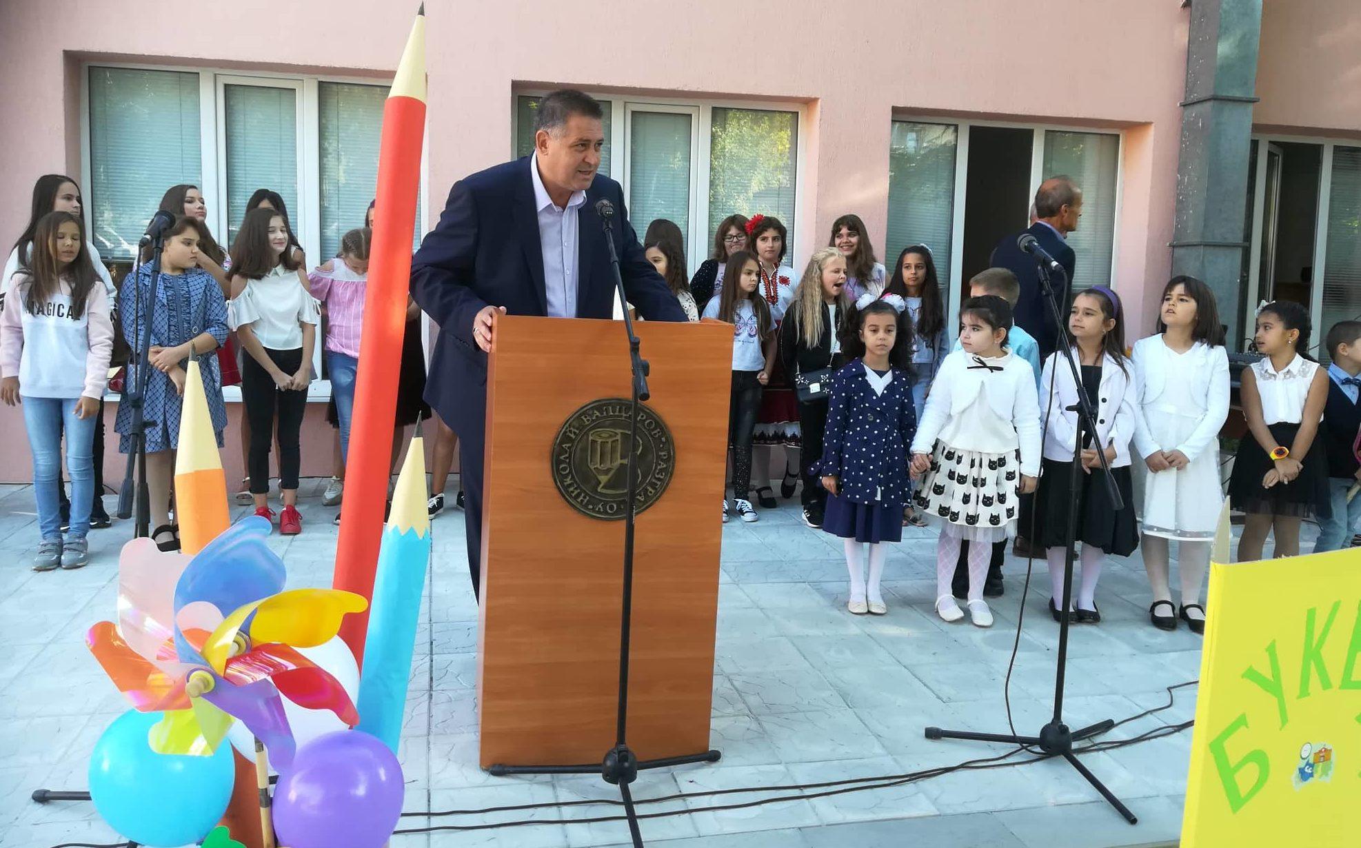 Кметът д-р Валентин Василев и председателят на ОбС Над� ...