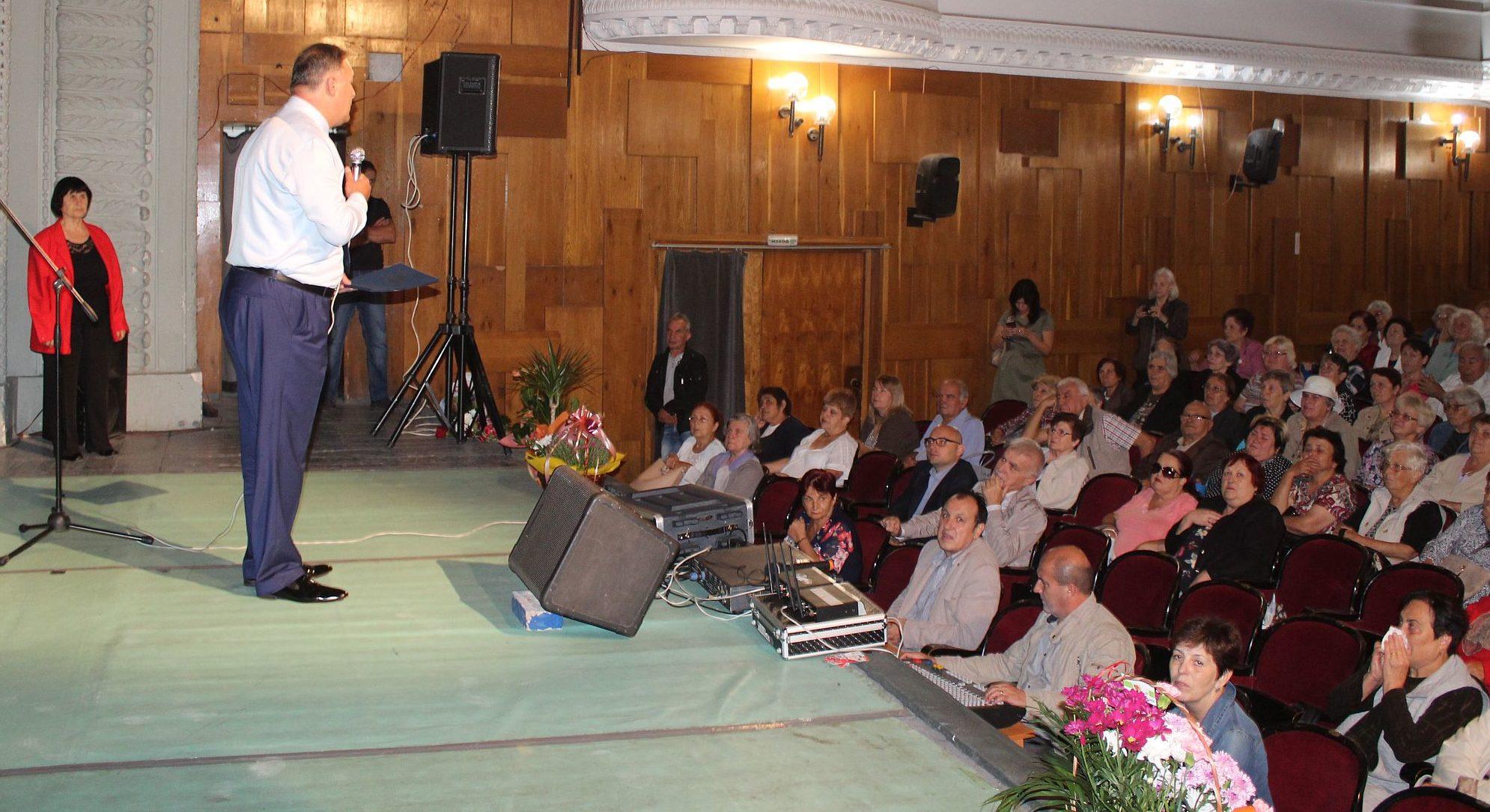 Областният управител Гюнай Хюсмен поздрави възрастни� ...