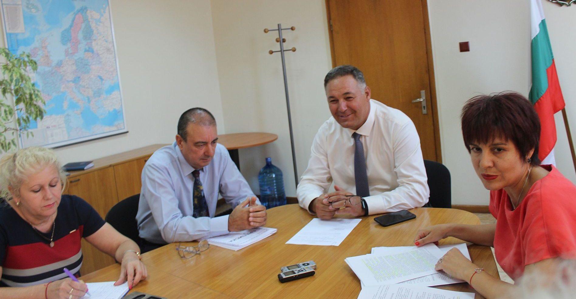 Областният управител Гюнай Хюсмен откри заседанието н ...