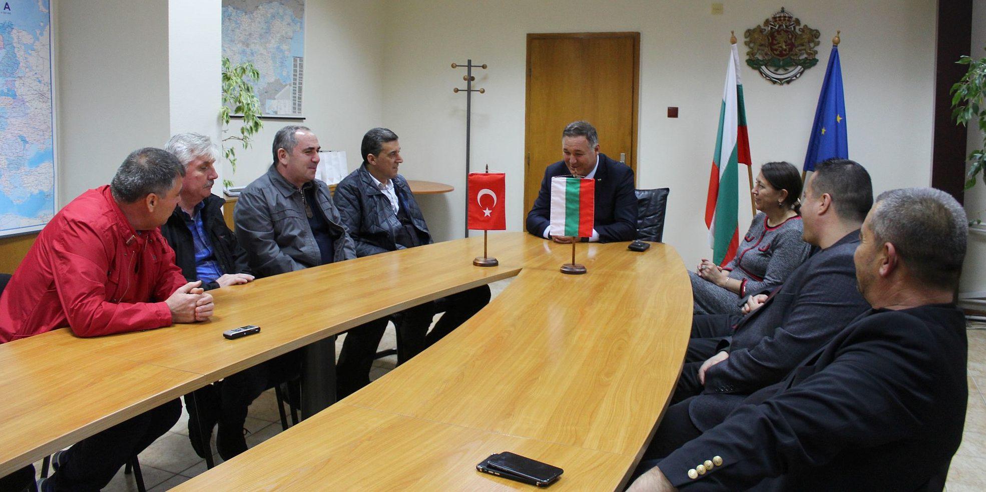 Областният управител Гюнай Хюсмен се срещна с ръковод� ...