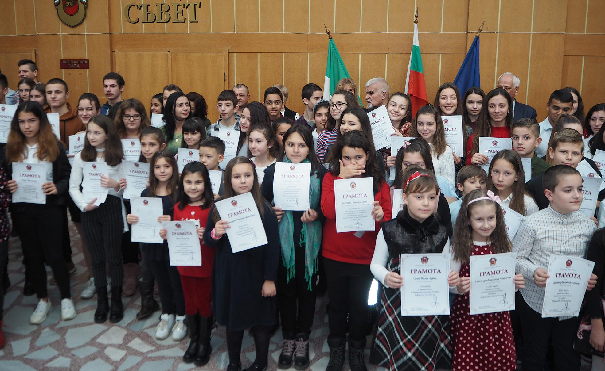 105 талантливи деца от Община Разград получиха парични � ...