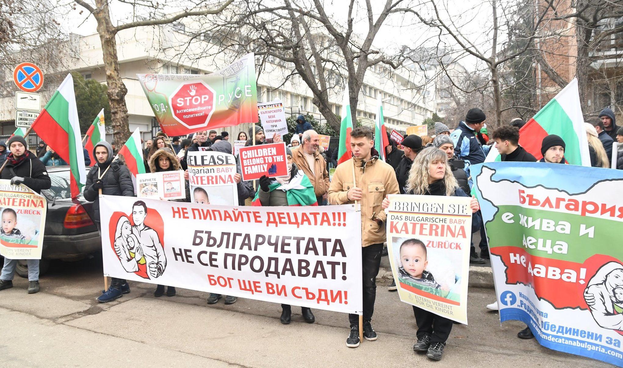 Стотици Кубратчани  в подкрепа на мъничката Катерина