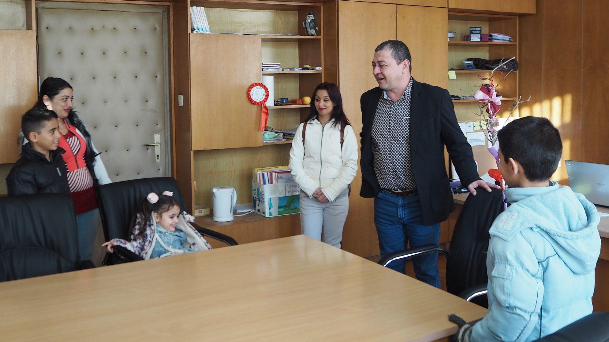 """Деца от Майчин център при СНЦ""""Кармен"""" представиха об� ..."""