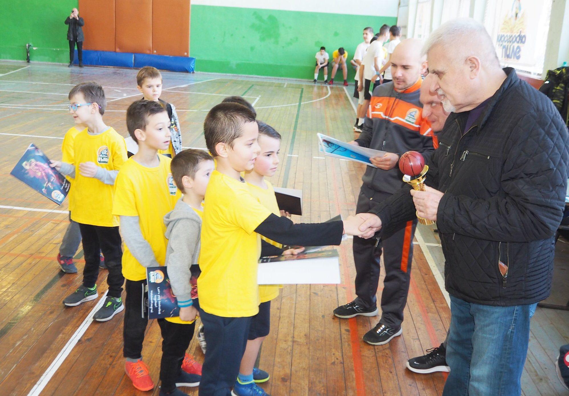 Кметът Денчо Бояджиев откри първия баскетболен турнир ...