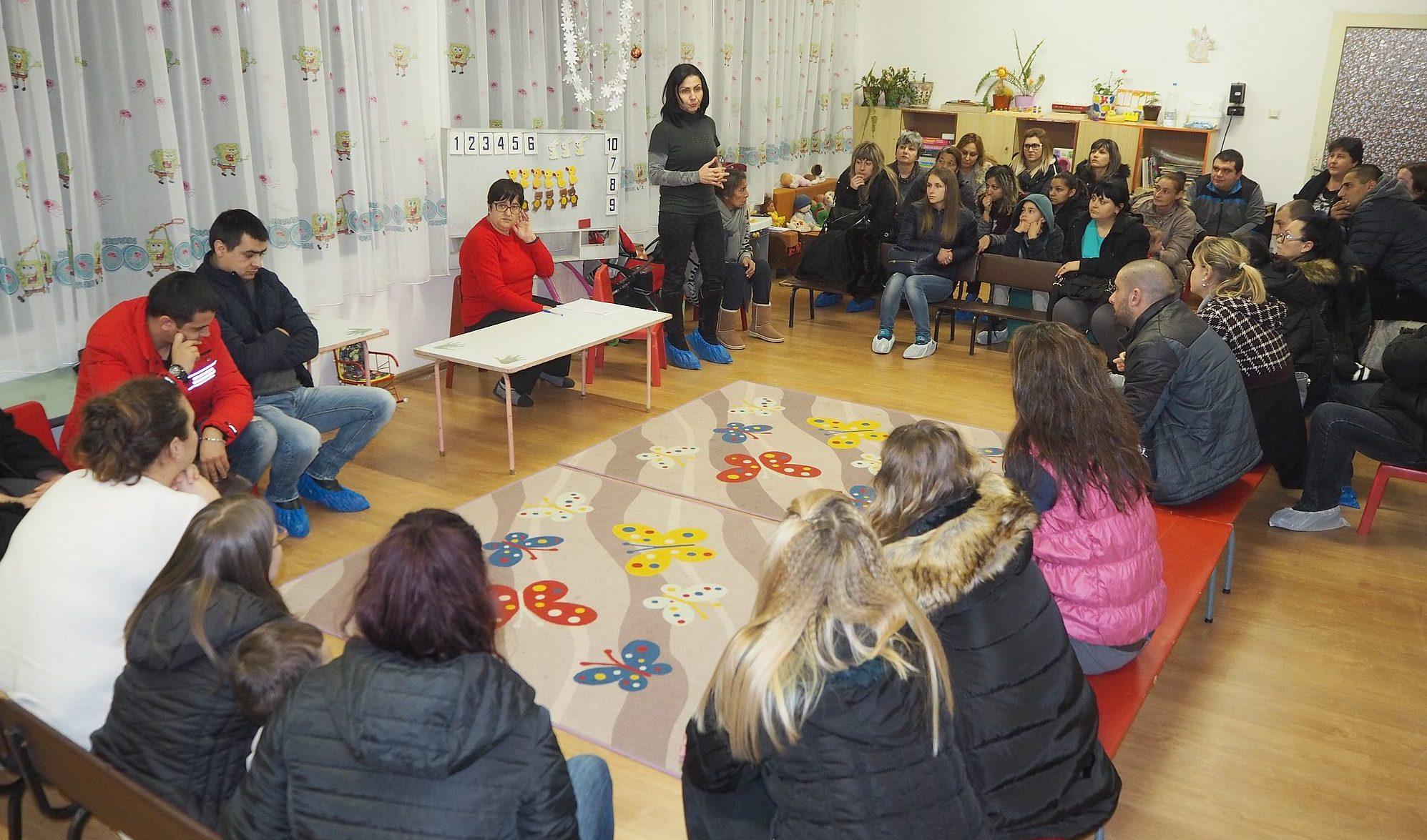 Заместник-кметът Милена Орешкова участва в родителска ...