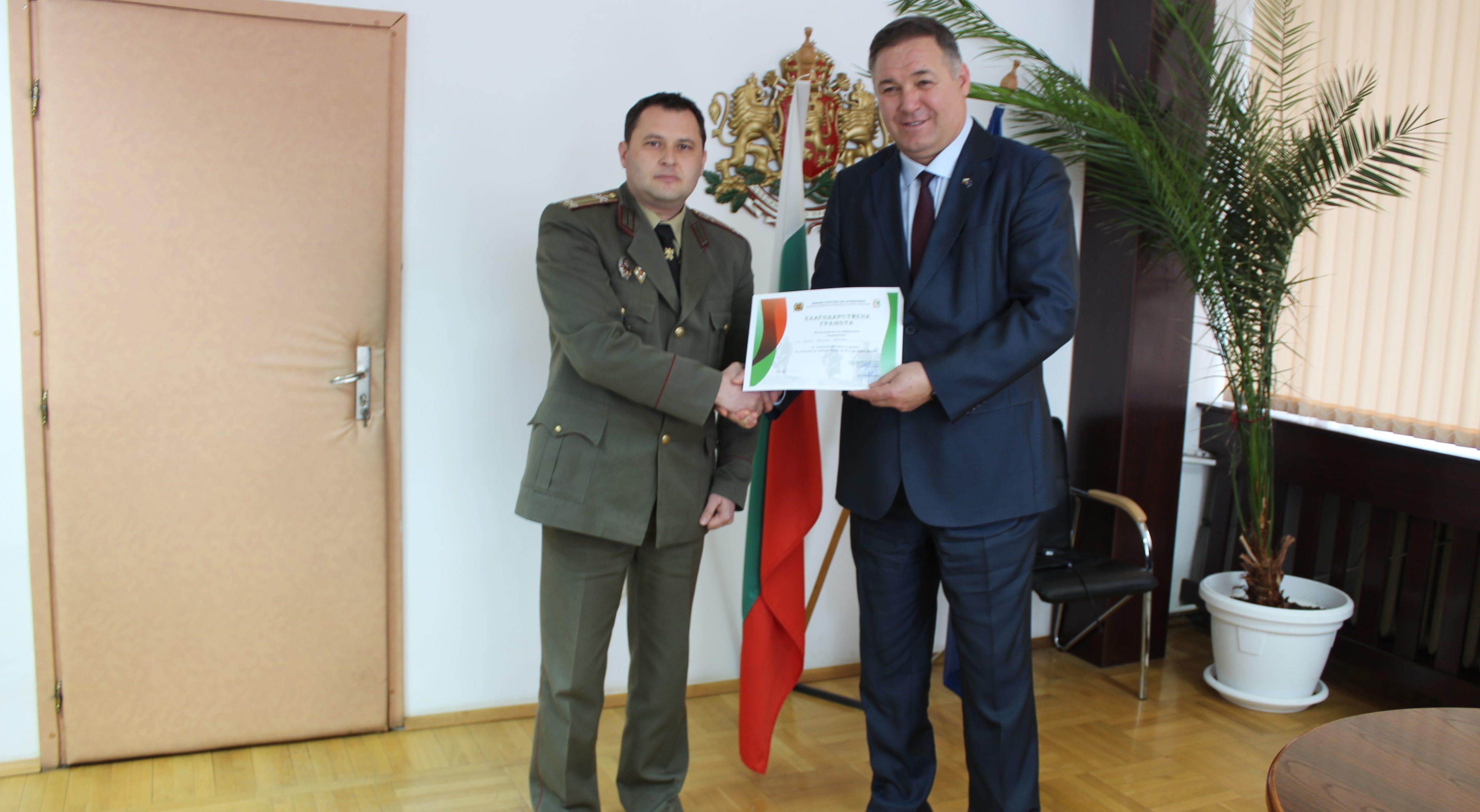 Благодарствена грамота от министър Каракачанов получ� ...