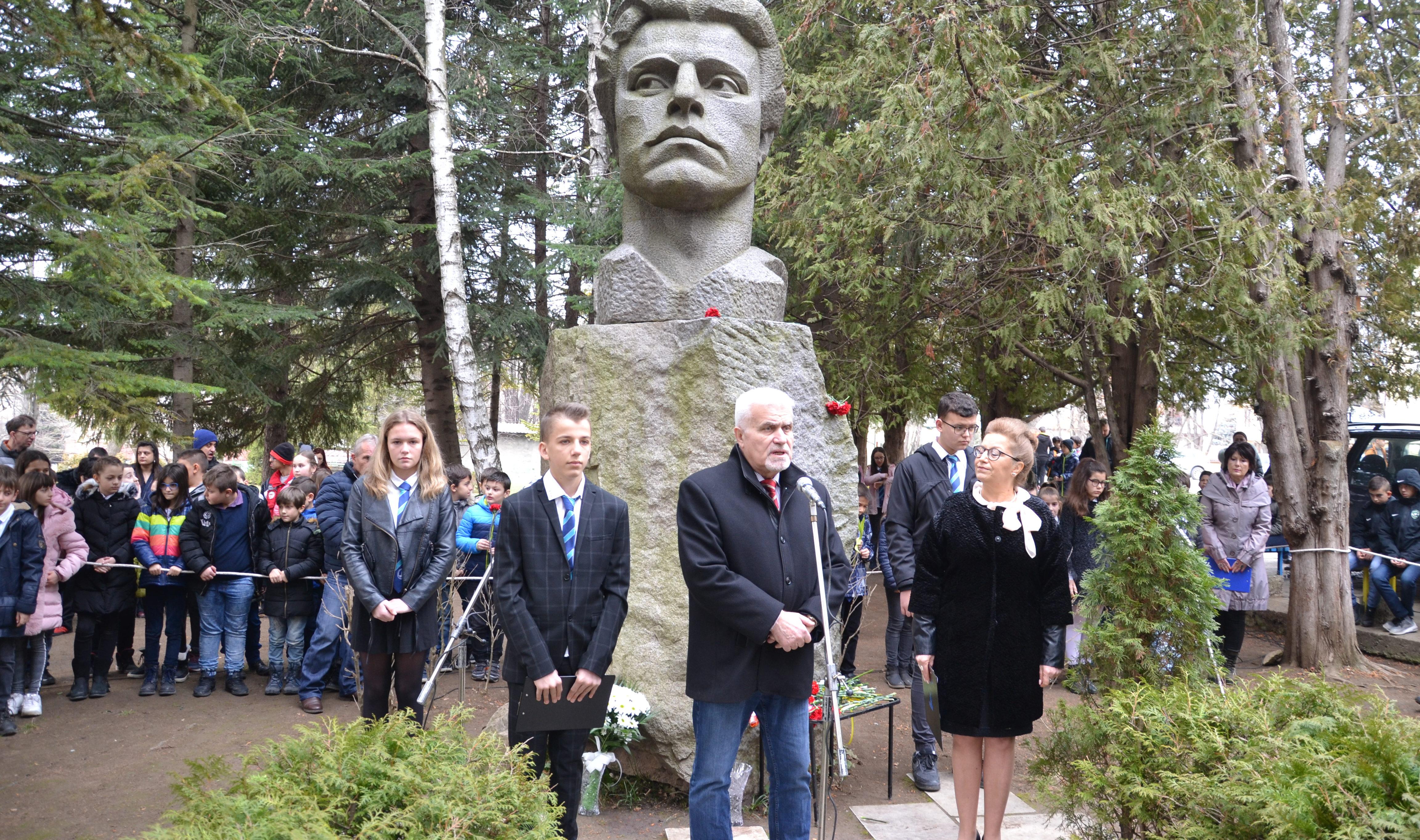 Кметът Денчо Бояджиев бе гост на две тържества за почи� ...