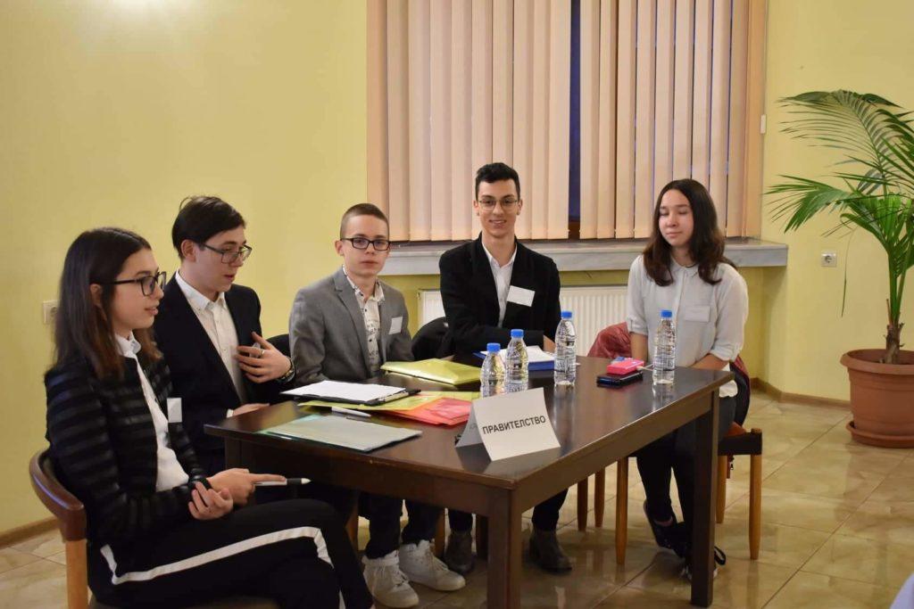 Младежи дебатираха по актуалната тема за агресията
