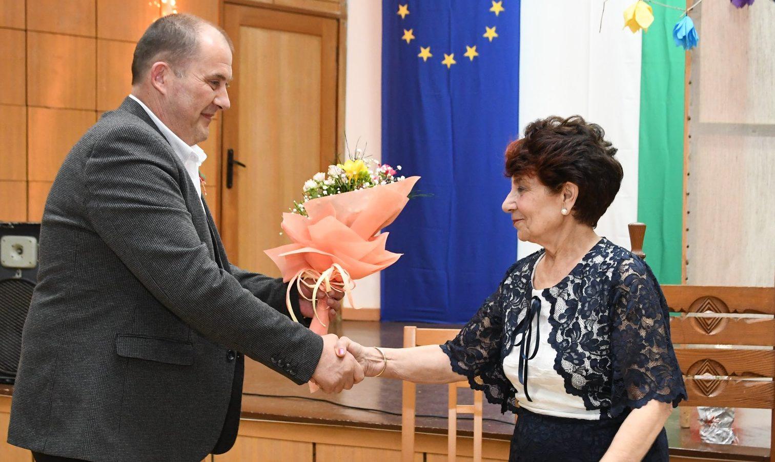 Кметът Алкин Неби поздрави кубратската поетеса Петя П� ...