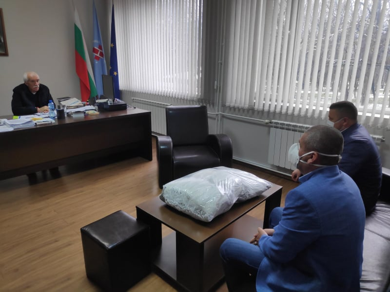 Разградската болница получи дарение от защитни маски